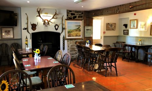 dining tables at the anchor inn exebridge