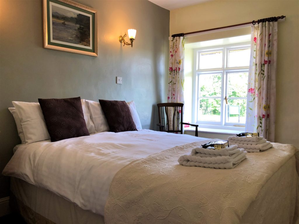 double bed room at the anchor inn exebridge
