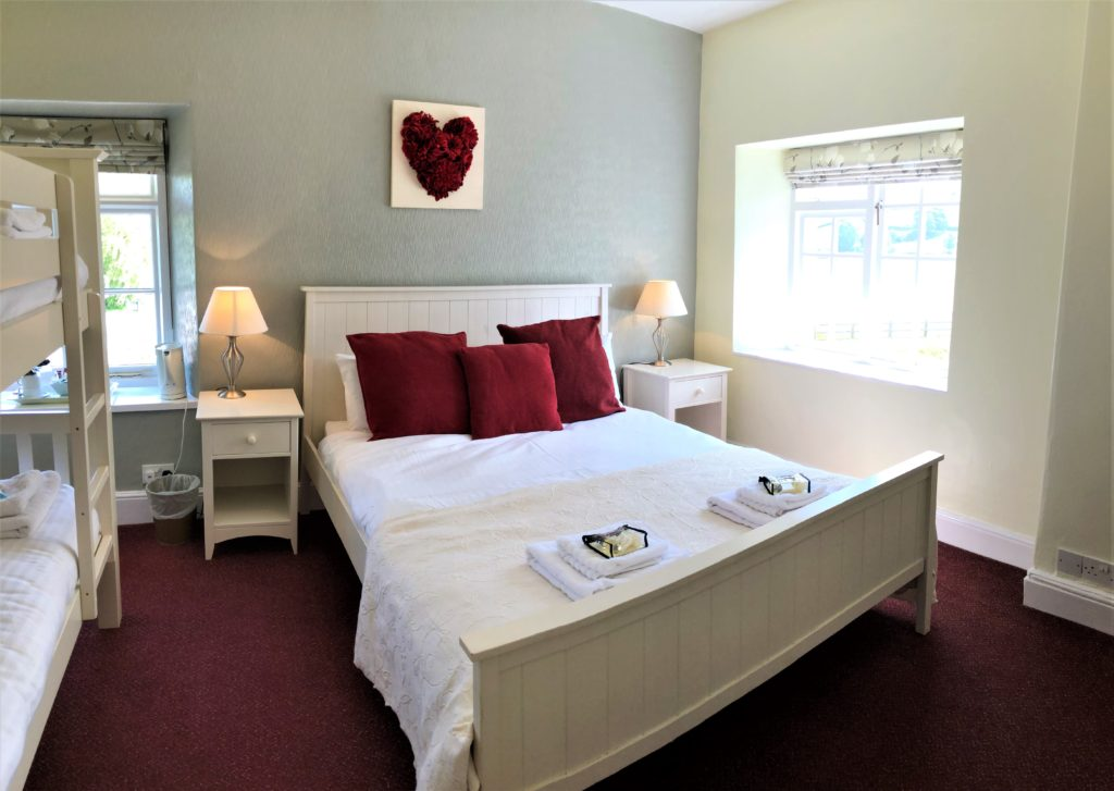 family room with double bed and bunk beds at the anchor inn exebridge
