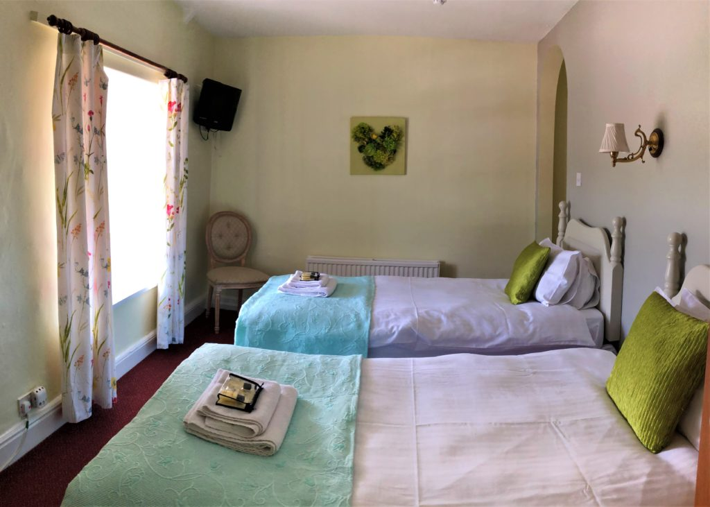 twin bed room at the anchor inn exebridge
